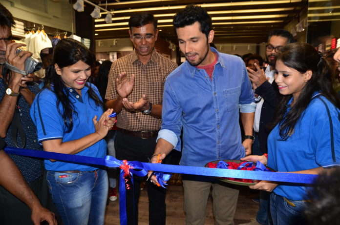 Randeep Hooda Innaugurating Indian Terrain, Kolkata
