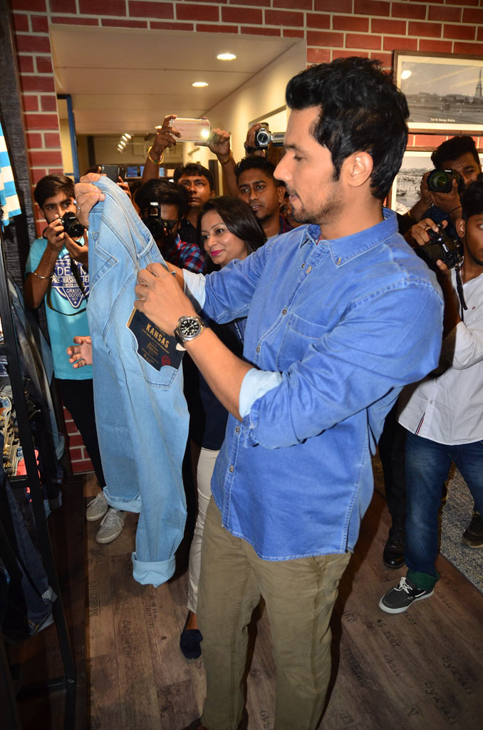 Randeep Hooda At Indian Terrain, Kolkata