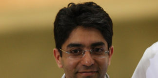 Gold winner Abhinav Bindra of India hold