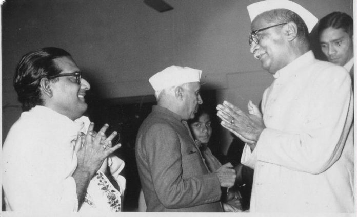Hemanta_Mukherjee_with_Rajendra_Prasad_and_Jwaharlal_Nehru,_1950