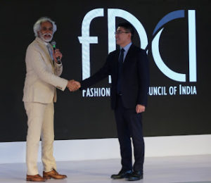 Sunil Sethi, President FDCI and Peter Zhai, President Consumer Business Group Huawei India.