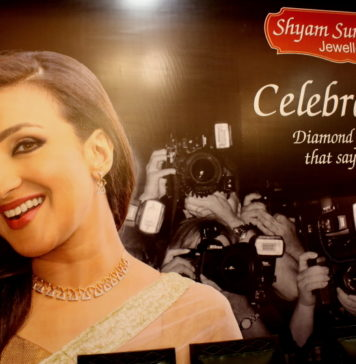Rituparna Sengupta - Shyam Sundar Co Jewellers Photo By Suman Munshi