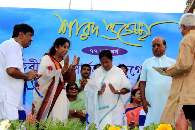 Aahiritola Sarbojanin Durga Puja 2016,77th Year - Innaguration by Mamata Banerjee