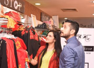 Celebs Priyanka Sarkar and Parambrata Chattopadhyay browsing 'Shoppers Stop Sananda Pujor Bazar 2016' at Forum Mall.