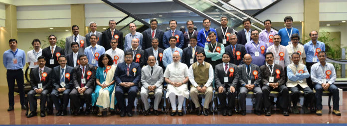 Narendra Modi with the Awardee Scientists at the CSIR Platinum Jubilee Celebrations