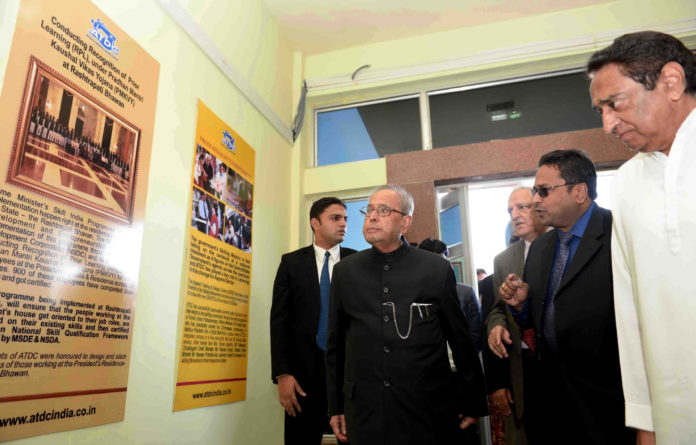 The President, Shri Pranab Mukherjee visiting the Apparel Training & Design Centre, at Chhindwara