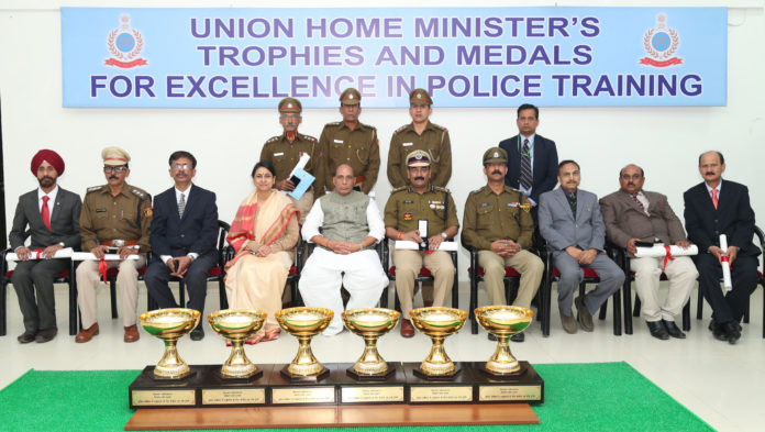 The Union Home Minister, Shri Rajnath Singh with the awardees at the Central Detective Training School (CDTS) campus, in Ghaziabad on December 16, 2016.