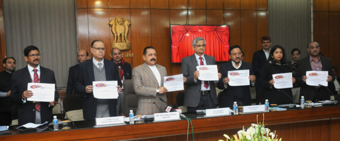 The Minister of State for Development of North Eastern Region (I/C), Prime Minister's Office, Personnel, Public Grievances & Pensions, Atomic Energy and Space, Dr. Jitendra Singh launching the new initiatives of DoPT, at the function to mark the 'Good Governance Day', in New Delhi on December 25, 2016. The Secretary, DoPT, Shri B.P. Sharma, the Secretary, DARPG, Shri C. Viswanath and other dignitaries are also seen.