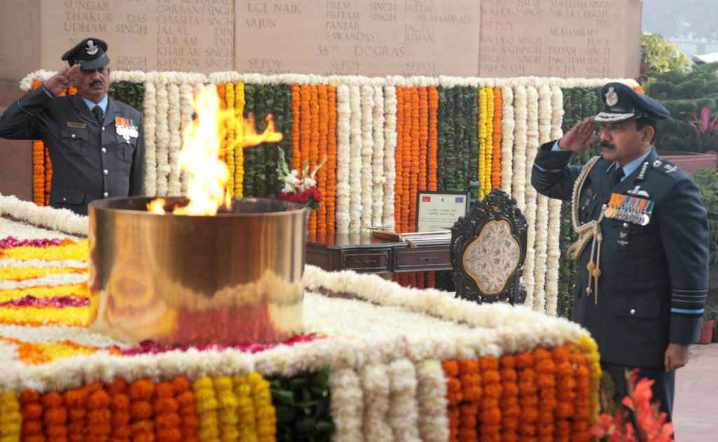 Air Chief Marshal Arup Raha outgoing Chief of the Air Staff paying homage at Amar Jawan Jyoti, in New Delhi on December 31, 2016.