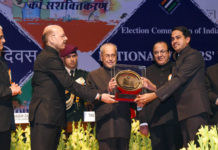 The President, Shri Pranab Mukherjee gave away the National Awards for the Best Electoral Practices, at the 7th National level function of the National Voters' Day (NVD), in New Delhi on January 25, 2017. The Chief Election Commissioner, Dr. Nasim Zaidi and the Election Commissioners, Shri A.K. Joti and Shri O.P. Rawat are also seen.