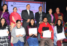 """The Minister of State for Development of North Eastern Region (I/C), Prime Minister's Office, Personnel, Public Grievances & Pensions, Atomic Energy and Space, Dr. Jitendra Singh with the award winners, at an Inter-College """"Northeast"""" cultural event of Delhi University, at Daulat Ram College, New Delhi on January 27, 2017."""