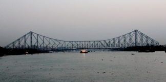 Howrah Bridge - An Evening on Ganga