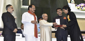 The President, Shri Pranab Mukherjee presenting the Swarn Kamal Award to the Director: Shri Nagesh Kukunoor for Best Children's Film: Dhanak, at the 64th National Film Awards Function, in New Delhi on May 03, 2017. The Union Minister for Urban Development, Housing & Urban Poverty Alleviation and Information & Broadcasting, Shri M. Venkaiah Naidu, the Minister of State for Information & Broadcasting, Col. Rajyavardhan Singh Rathore and the Secretary, Ministry of Urban Development, Shri Rajiv Gauba are also seen.
