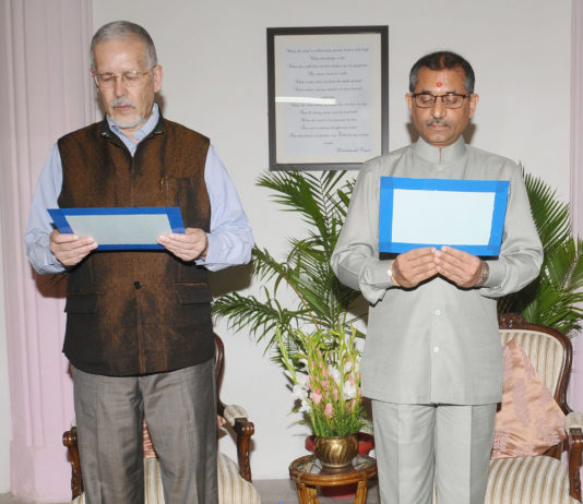 Dr. Manoj Soni being administered the Oath of Office and Secrecy as Member, Union Public Service Commission (UPSC) by the UPSC Chairman, Prof. David R. Syiemlieh, in New Delhi on June 28, 2017.
