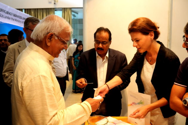 Lucia De Francesco With Power Minister of West Bengal Mr. Sovandev Chattopadhay - Italy