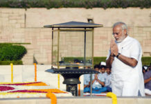 The Prime Minister, Shri Narendra Modi performing parikrama at the Samadhi of Mahatma Gandhi on his 148th birth anniversary, at Rajghat, in Delhi on October 02, 2017.