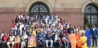 """The President, Shri Ram Nath Kovind with the children of """"Dr. Kalam Sandesh Vahini Vision-2020"""" those who travelling by bus from Rameswaram to Rashtrapati Bhavan, in New Delhi on October 15, 2017."""