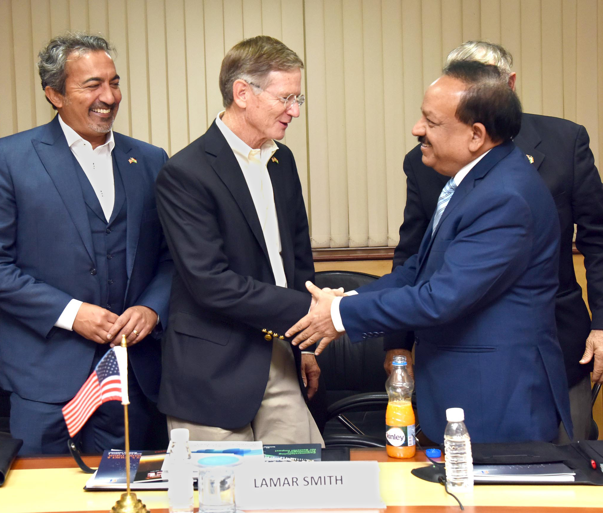 The US Congressional delegation led by the Chairman, Committee on Science, Space and Technology, Mr. Rep Lamar Smith meeting the Union Minister for Science & Technology, Earth Sciences and Environment, Forest & Climate Change, Dr. Harsh Vardhan, in New Delhi on October 17, 2017.