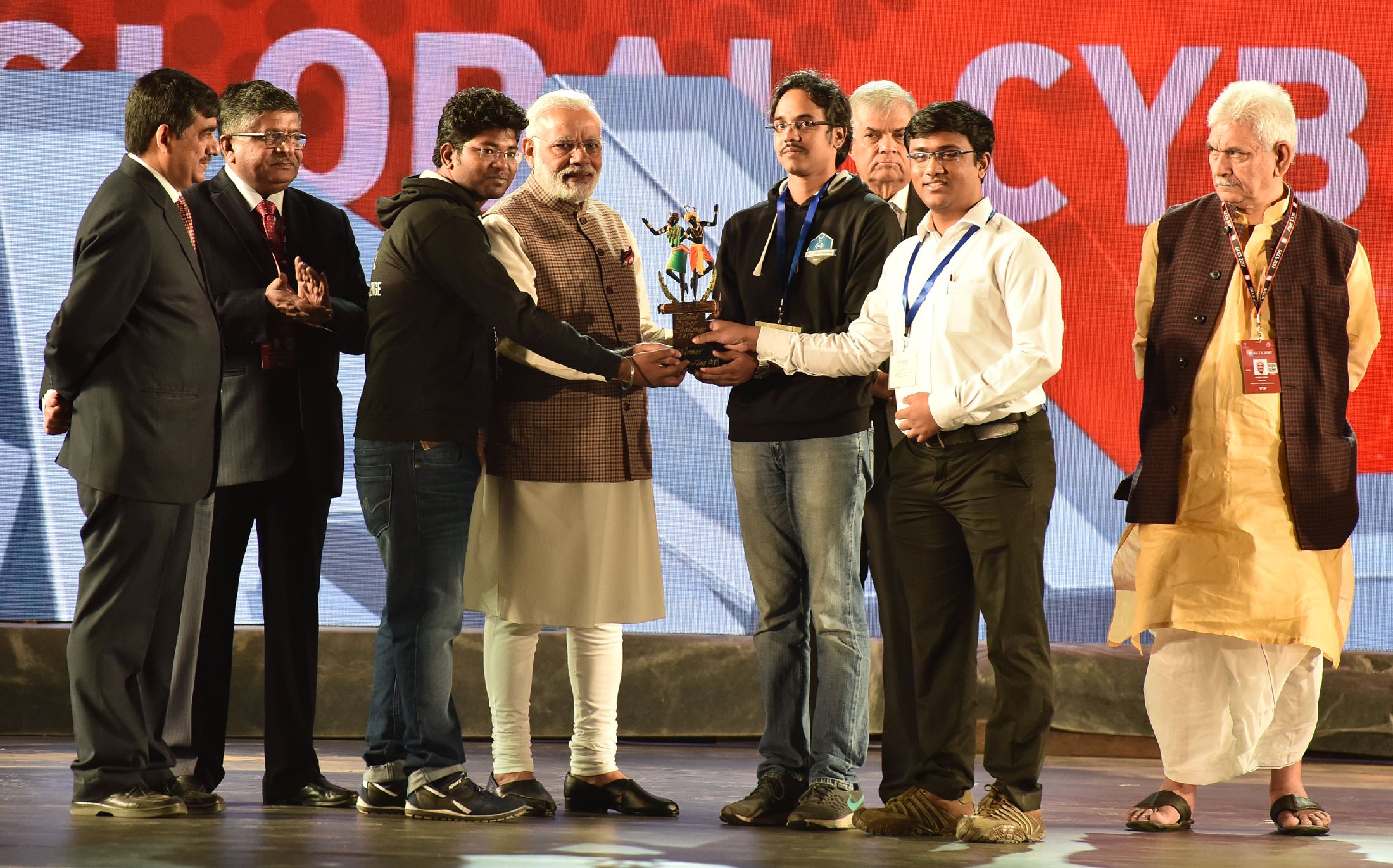 The Prime Minister, Shri Narendra Modi awarding the winners of cyber peace hackathon, at the inauguration ceremony of the 5th Global Conference on Cyber Space (GCCS2017), at Aerocity, in New Delhi on November 23, 2017. The Prime Minister of the Democratic Socialist Republic of Sri Lanka, Mr. Ranil Wickremesinghe, the Union Minister for Electronics & Information Technology and Law & Justice, Shri Ravi Shankar Prasad and the Minister of State for Communications (I/C) and Railways, Shri Manoj Sinha are also seen.