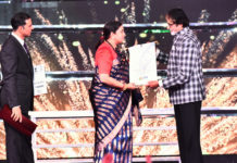 The Union Minister for Textiles and Information & Broadcasting, Smt. Smriti Irani presenting the Indian Film Personality of the Year Award to Bollywood legend Amitabh Bachchan, at the closing ceremony of the 48th International Film Festival of India (IFFI-2017), in Panaji, Goa on November 28, 2017.