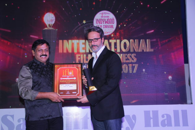 AA Films Director Anil Thadani receiving Distribution Personality of the year Award from Indywood Founder Director Sohan Roy.