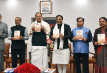 """The Vice President, Shri M. Venkaiah Naidu releasing the Book """"Yuga Purush Bharata Ratna Atal Ji"""", authored by the Member of Parliament (LS), Dr. Ramesh Pokhriyal 'Nishank', in New Delhi on December 28, 2017. The Minister of State for Parliamentary Affairs and Statistics & Programme Implementation, Shri Vijay Goel is also seen."""