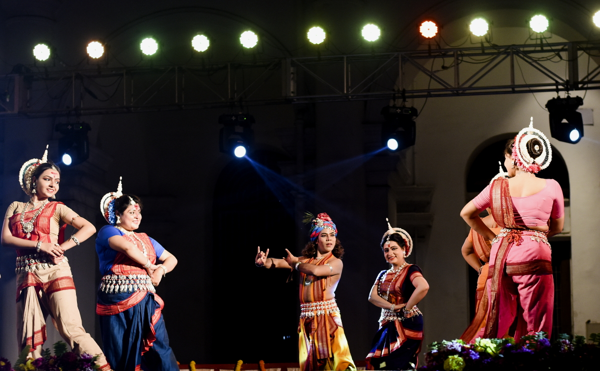 BU 18- DONA GANGULY PERFORMING ALONG WITH HER TROUPE DIKSHA MANJARI