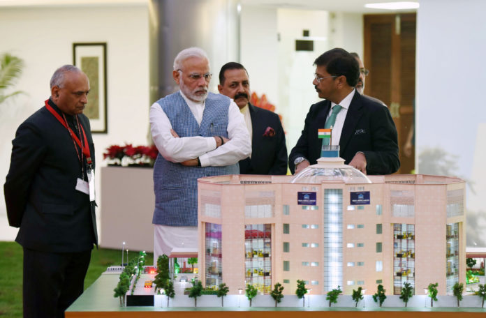 The Prime Minister, Shri Narendra Modi inaugurates the new premises of the Central Information Commission, in New Delhi on March 06, 2018. The Minister of State for Development of North Eastern Region (I/C), Prime Minister's Office, Personnel, Public Grievances & Pensions, Atomic Energy and Space, Dr. Jitendra Singh and the Chief Information Commissioner, Shri Radha Krishna Mathur are also seen.