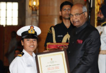 The President, Shri Ram Nath Kovind presenting the Nari Shakti Puruskar for the year 2017 to Navika Sagar Parikrama - INSV Tarini Team (Jointly), at a function, on the occasion of the International Women's Day, at Rashtrapati Bhavan, in New Delhi on March 08, 2018.