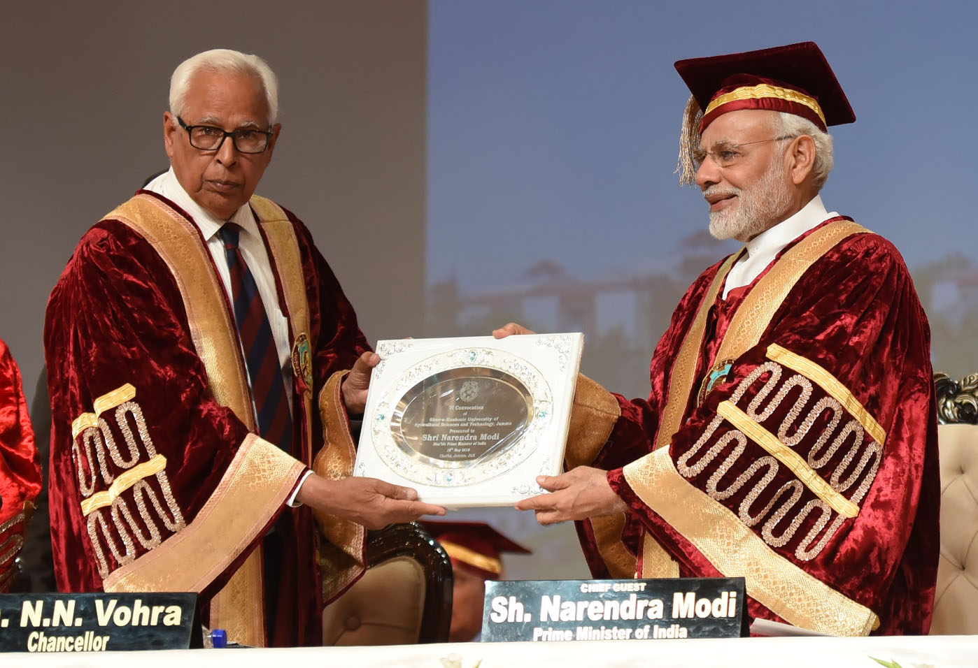 The Prime Minister, Shri Narendra Modi at the Convocation of the Sher-E-Kashmir University of Agricultural Sciences and Technology, in Jammu on May 19, 2018. The Governor of Jammu and Kashmir, Shri N.N. Vohra is also seen.
