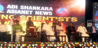 The Vice President, Shri M. Venkaiah Naidu at an event to confer the Adi Shankara Young Scientist Awards 2018, at the Adi Shankara Institute of Engineering & Technology, in Kochi, Kerala on May 21, 2018. The Governor of Kerala, Justice (Retd) P. Sathasivam and other dignitaries are also seen.