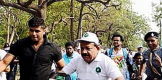 Dr Harsh Vardhan riding a bicycle in New Delhi