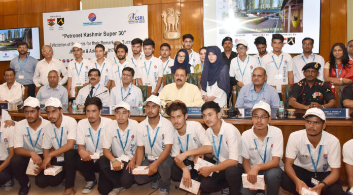 The Minister of State for Development of North Eastern Region (I/C), Prime Minister's Office, Personnel, Public Grievances & Pensions, Atomic Energy and Space, Dr. Jitendra Singh in a group photograph with the students from Jammu and Kashmir (supported by 'Kashmir Super 30' Project) who have qualified for the JEE (Main & Advance), 2017-18, in New Delhi on June 12, 2018.