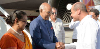 The President, Shri Ram Nath Kovind being received by the Deputy Minister of Foreign Affairs of Cuba, Mr. Rogelio Sierra Diaz, on his arrival, at Jose Marti International Airport, Havana, in Cuba on June 21, 2018.