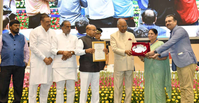 The President, Shri Ram Nath Kovind presenting the National Awards for Outstanding Services in the field of Prevention of Alcoholism and Substance (Drugs) Abuse, on the occasion of the 'International Day against Drug Abuse and Illicit Trafficking', in New Delhi on June 26, 2018. The Union Minister for Social Justice and Empowerment, Shri Thaawar Chand Gehlot, the Ministers of State for Social Justice & Empowerment, Shri Krishan Pal, Shri Vijay Sampla and Shri Ramdas Athawale are also seen.