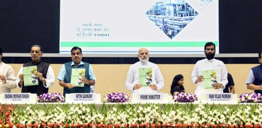 """The Prime Minister, Shri Narendra Modi unveiling the booklet on 'National Policy on Biofuels 2018', at the inauguration of the """"World Biofuel Day 2018"""" programme, in New Delhi on August 10, 2018. The Union Minister for Road Transport & Highways, Shipping and Water Resources, River Development & Ganga Rejuvenation, Shri Nitin Gadkari, the Union Minister for Science & Technology, Earth Sciences and Environment, Forest & Climate Change, Dr. Harsh Vardhan, the Union Minister for Agriculture and Farmers Welfare, Shri Radha Mohan Singh, the Union Minister for Consumer Affairs, Food and Public Distribution, Shri Ram Vilas Paswan and Union Minister for Petroleum & Natural Gas and Skill Development & Entrepreneurship, Shri Dharmendra Pradhan are also seen."""