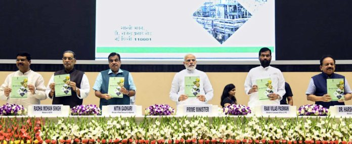 "The Prime Minister, Shri Narendra Modi unveiling the booklet on 'National Policy on Biofuels 2018', at the inauguration of the ""World Biofuel Day 2018"" programme, in New Delhi on August 10, 2018. The Union Minister for Road Transport & Highways, Shipping and Water Resources, River Development & Ganga Rejuvenation, Shri Nitin Gadkari, the Union Minister for Science & Technology, Earth Sciences and Environment, Forest & Climate Change, Dr. Harsh Vardhan, the Union Minister for Agriculture and Farmers Welfare, Shri Radha Mohan Singh, the Union Minister for Consumer Affairs, Food and Public Distribution, Shri Ram Vilas Paswan and Union Minister for Petroleum & Natural Gas and Skill Development & Entrepreneurship, Shri Dharmendra Pradhan are also seen."