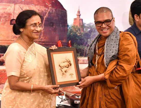 The Minister of Tourism, Uttar Pradesh, Prof. Rita Bahuguna Joshi presenting the mementos to the delegates of the International Buddhist Conclave - 2018, at Varanasi, in Uttar Pradesh on August 26, 2018.