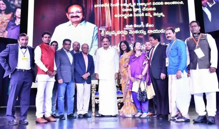 The Vice President, Shri M. Venkaiah Naidu with a group of people at a reception organised by Telugu Associations based in USA, in Chicago, USA on September 08, 2018.