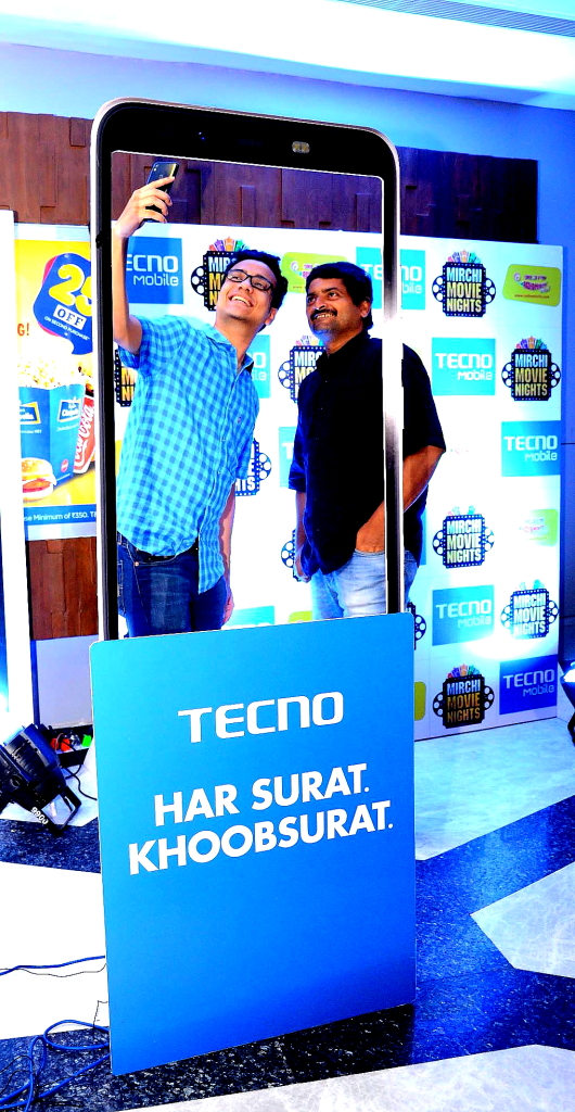 Upal enjoying a selfie moment with RJ Agni at Tecno Mobile presents Mirchi Movie Night