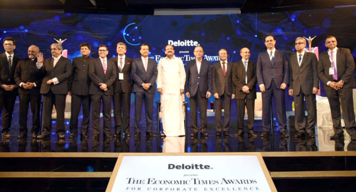 The Vice President, Shri M. Venkaiah Naidu with the Awardees of the Economic Times Awards 2018 for Corporate Excellence, in Mumbai on November 17, 2018. The Union Minister for Finance and Corporate Affairs, Shri Arun Jaitley, the Union Minister for Railways and Coal, Shri Piyush Goyal and other dignitaries are also seen.