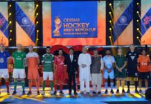 Odisha Chief Minister Naveen Patnaik with Shahrukh Khan and the 16 Hocke...
