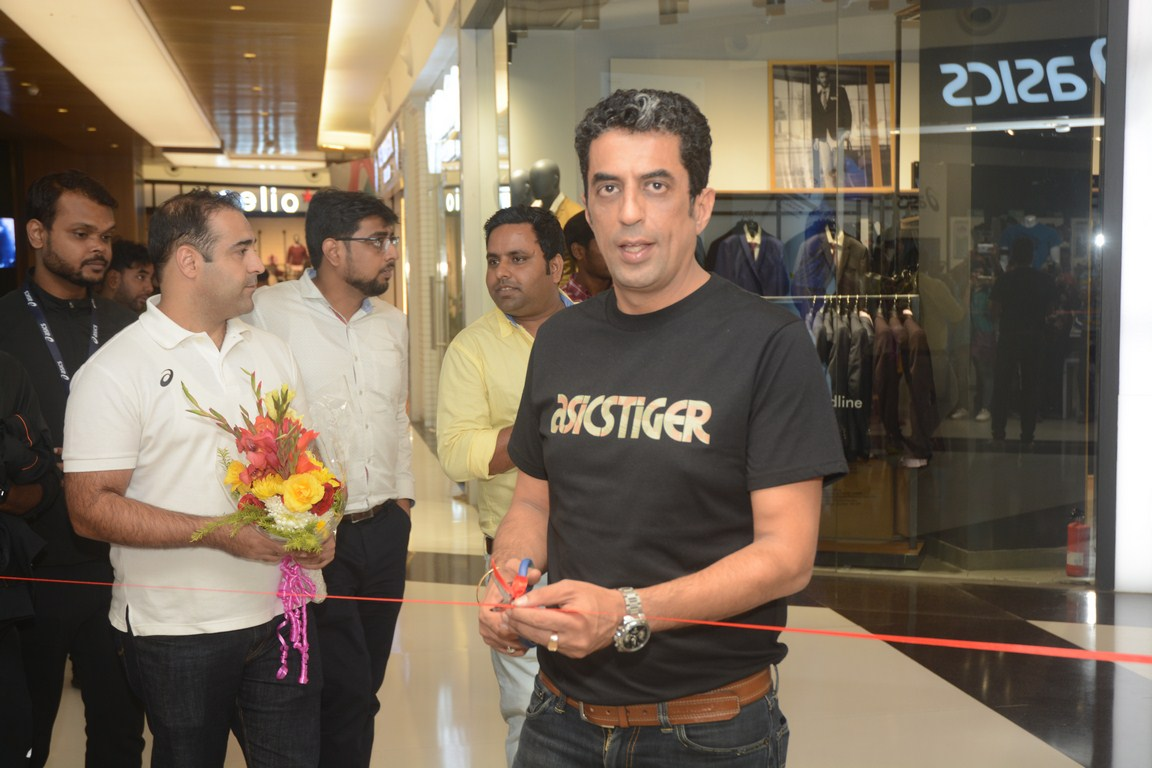 Rajat Khurana during the inauguration of East India's First outlet of Japan's true performance brand ASICS at South City Mall, Kolkata_1