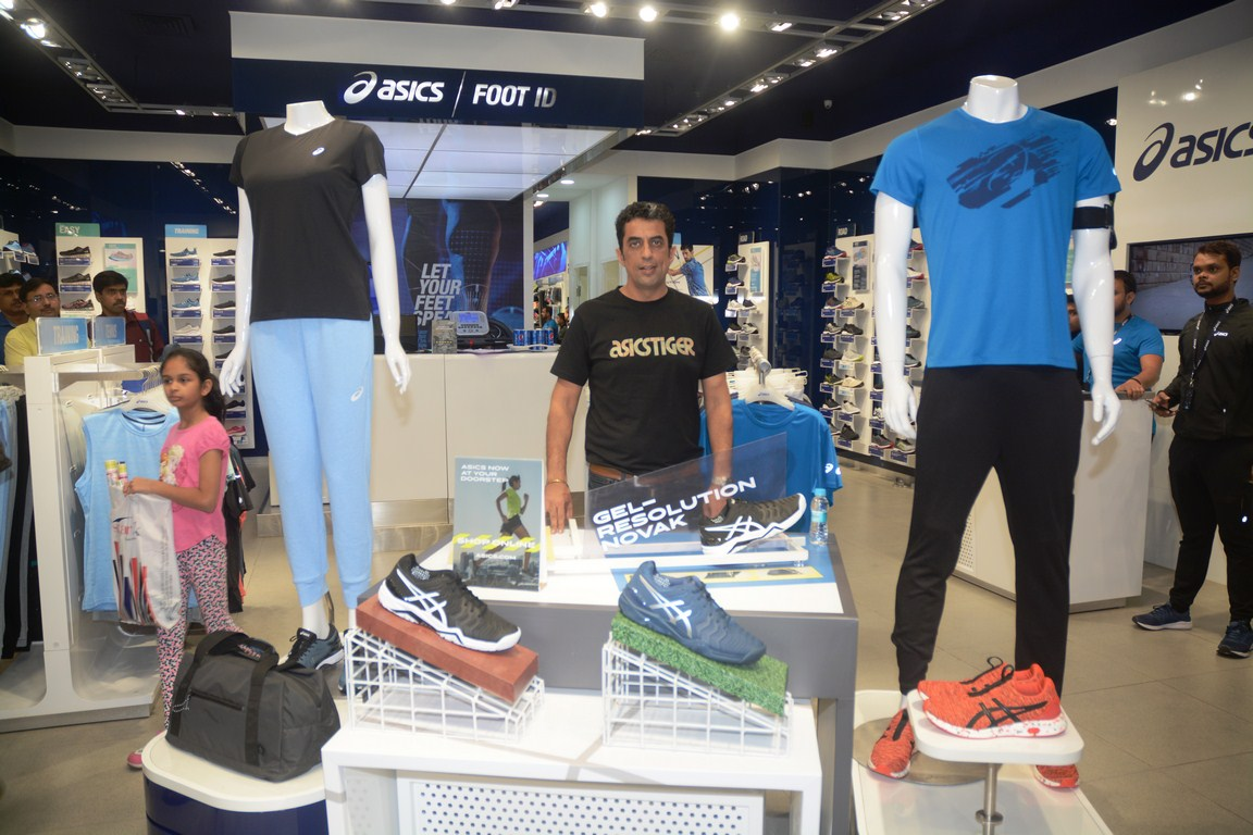 Rajat Khurana during the inauguration of East India's First outlet of Japan's true performance brand ASICS at South City Mall, Kolkata_7
