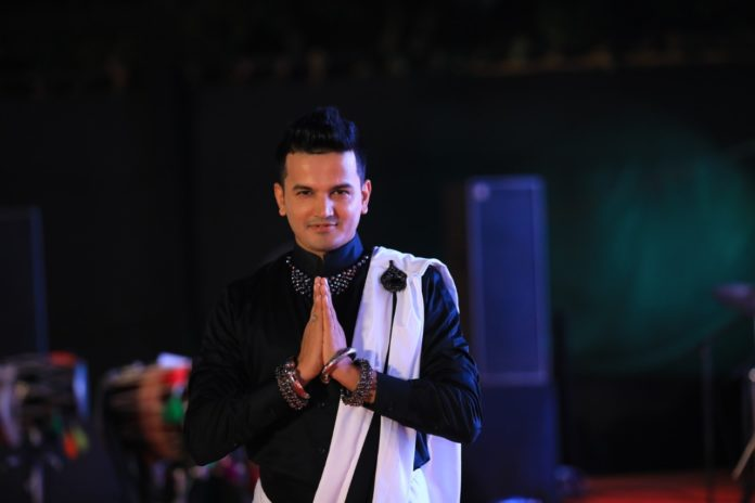 Meet The Most Energetic Corporate Emcee of India 'Girish Sharma'