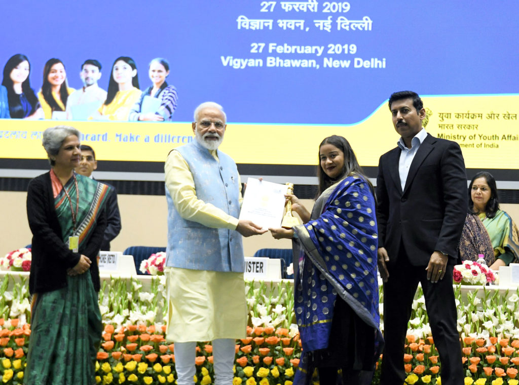 The Prime Minister, Shri Narendra Modi giving away the National Youth Parliament Festival, 2019 Award (1st Prize) to Ms. Shweta Umre from Nagpur, Maharashtra, at a function, in New Delhi on February 27, 2019. The Minister of State for Youth Affairs & Sports and Information & Broadcasting (I/C), Col. Rajyavardhan Singh Rathore and the Secretary, Department of Youth Affairs, Smt. Upma Chawdhry are also seen.