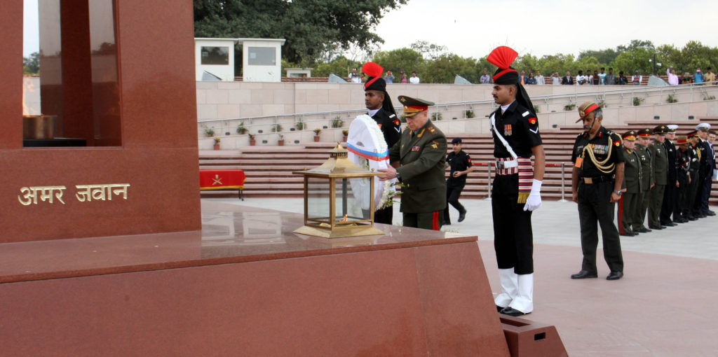 The Land Forces Cdr. Russian Federation, Col. Gen. Salyukov Oleg Leonidovich laying a wreath at National War Memorial, in New Delhi on March 14, 2019.