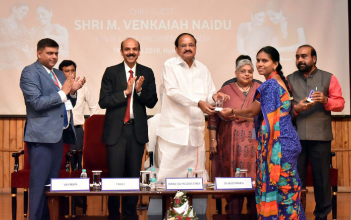 The Vice President, Shri M. Venkaiah Naidu presenting the certificates to the Master Trainers, at the National Conclave on Women's Empowerment Through Financial Literacy, organised by the Learning Links Foundation, in Hyderabad on April 19, 2019