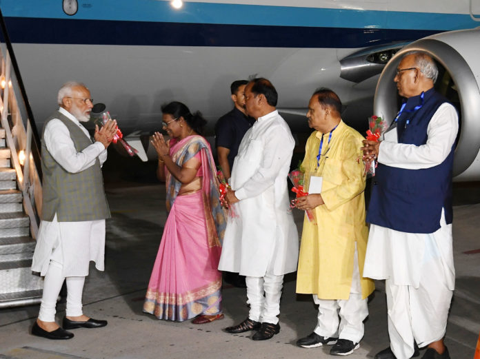 The Prime Minister, Shri Narendra Modi being received by the Governor of Jharkhand, Smt. Droupadi Murmu and the Chief Minister of Jharkhand, Shri Raghubar Das, on his arrival at Ranchi, Jharkhand on June 20, 2019.