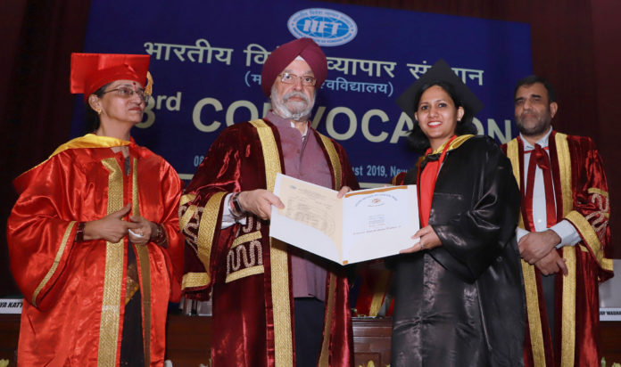 The Minister of State for Housing & Urban Affairs, Civil Aviation (Independent Charge) and Commerce & Industry, Shri Hardeep Singh Puri presenting the degrees, at the 53rd Convocation Function of Indian Institute of Foreign Trade (IIFT), in New Delhi on August 08, 2019. The Commerce Secretary, Dr. Anup Wadhawan and other dignitaries are also seen.